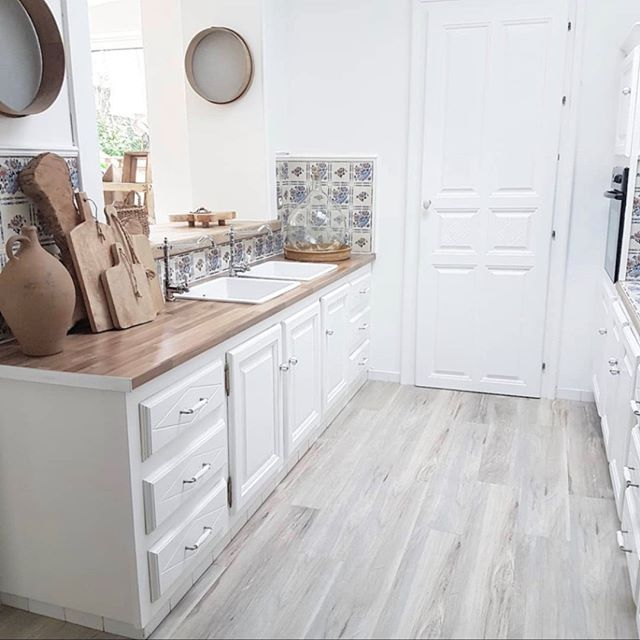 #Gerflor #flooring #floors #interiordesign #inspiration #decor #homesweethome #flooringideas #kitchen we're falling in love with @myyhome_emmy 's kitchen, who has adopted our Senso Premium Clic, (design Authentic Blond) for its interior design! Splendid, isn't it? 😍 Post your photos with @gerflorgroup and #gerflor and we'll publish our favorites every month! 💞
