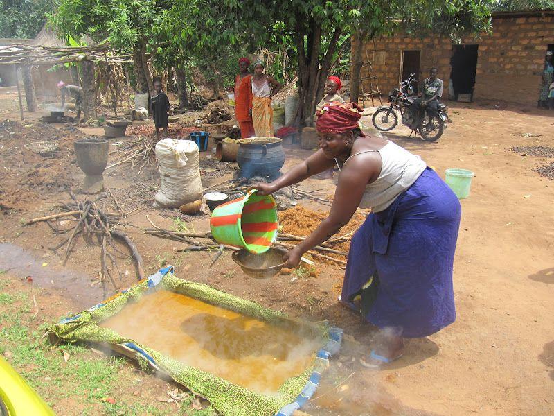 Fabrication du savon à l huile de palme.