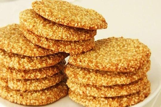 The most tasty crackling sesame cookies