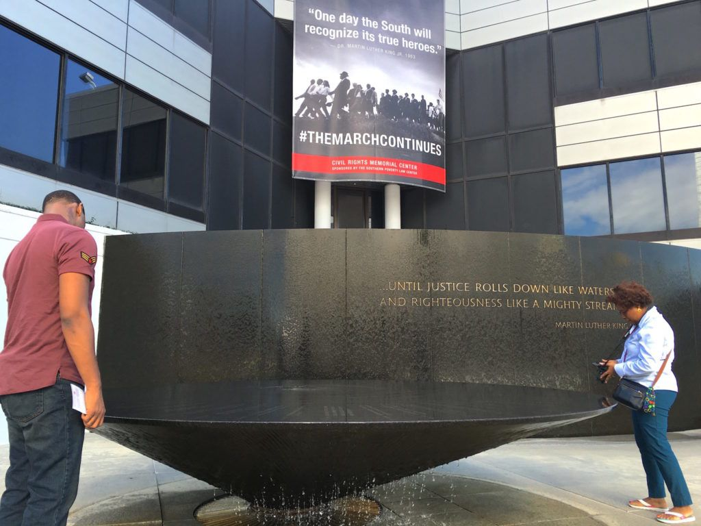 Civil Rights Memorial uses water in striking monument to victims - Virily