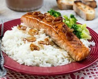Pavé de saumon laqué à la bière et au sirop d'érable : http://www.fourchette-et-bikini.fr/recettes/recettes-minceur/pave-de-saumon-laque-la-biere-et-au-sirop-derable.html