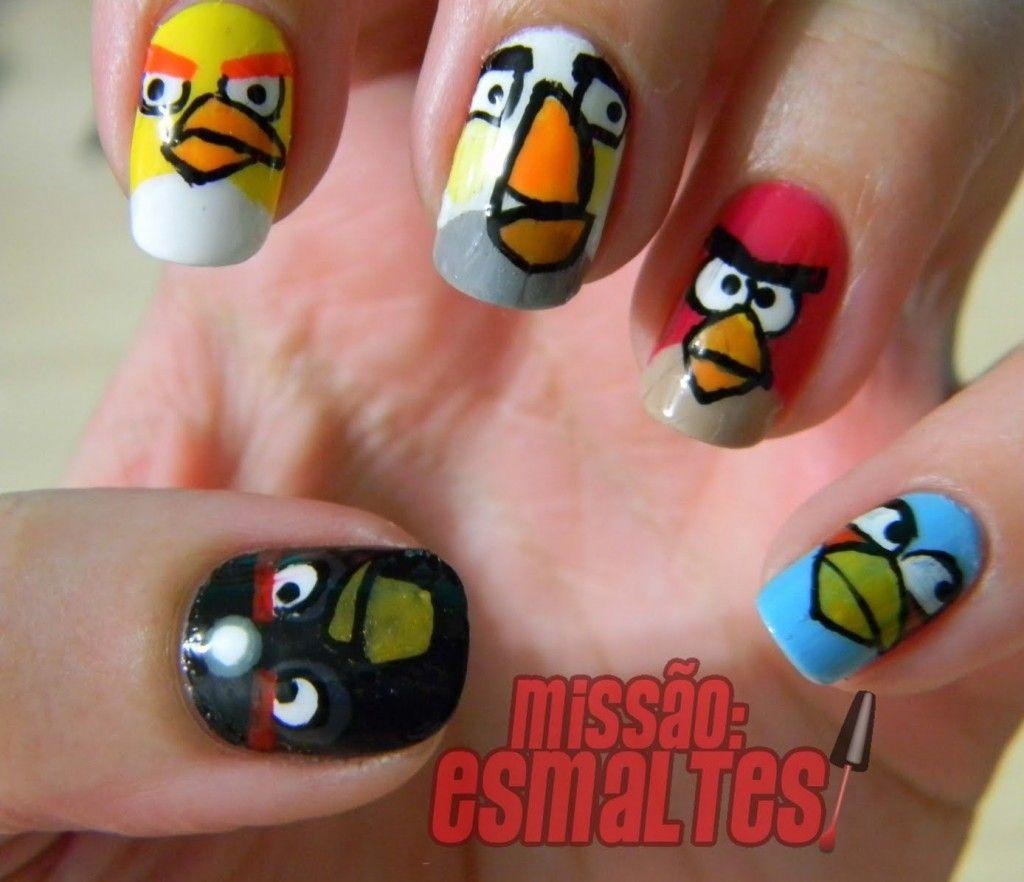 Querida nerd, para você que é fã do game Angry Birds chegou a hora de colocar a arte em suas unhas. Fomos em busca de dois tutoriais fantásticos, onde ensina passo a passo como fazer não só os pássaros revoltados, mas também os porquinhos. Deixe suas unhas bem estilosas nerds e/ou geeks. Como preferir! Garanto [...]