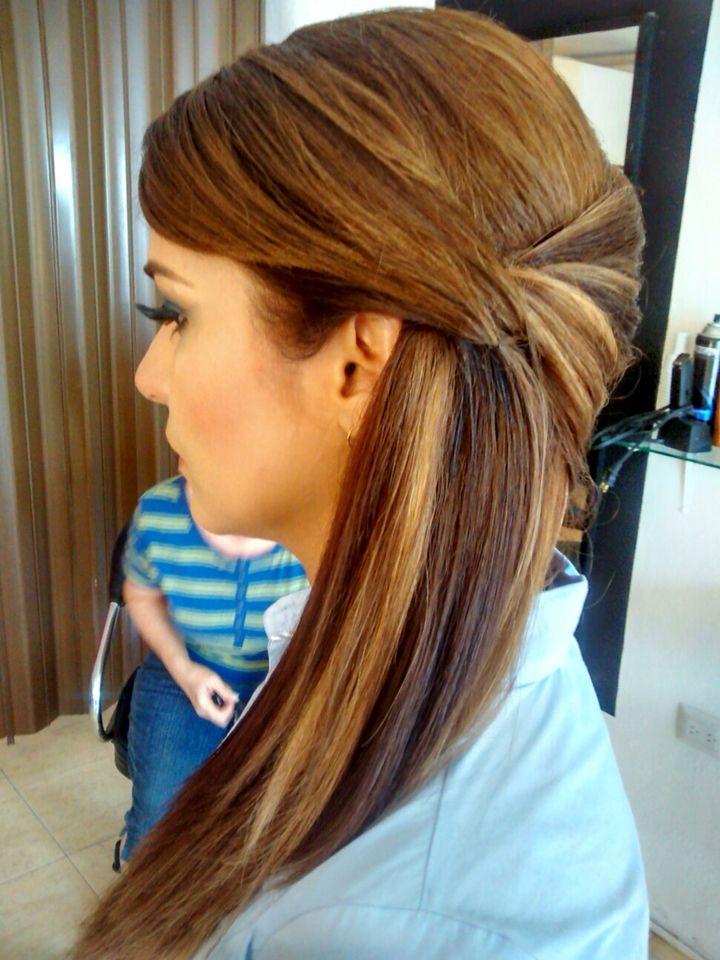 24 Peinado lacio suelto