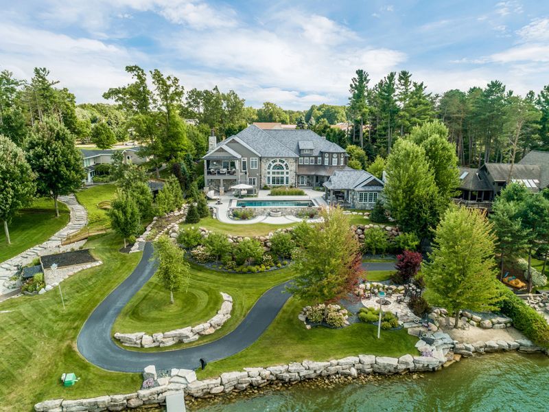 4m Luxury Lakefront Estate In North Oakland County Goes To Auction In Mid July Dbusiness Magazine A Luxur In 2020 Metamora Lakefront Property Resort Style Pool