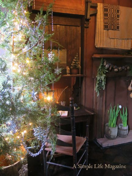 A Simple Life Magazine Sneak Peek 2017 Home Of Adrian Kandi Ramsey Colonial Williamsburg Christmas Primitive Christmas Decorating Williamsburg Christmas