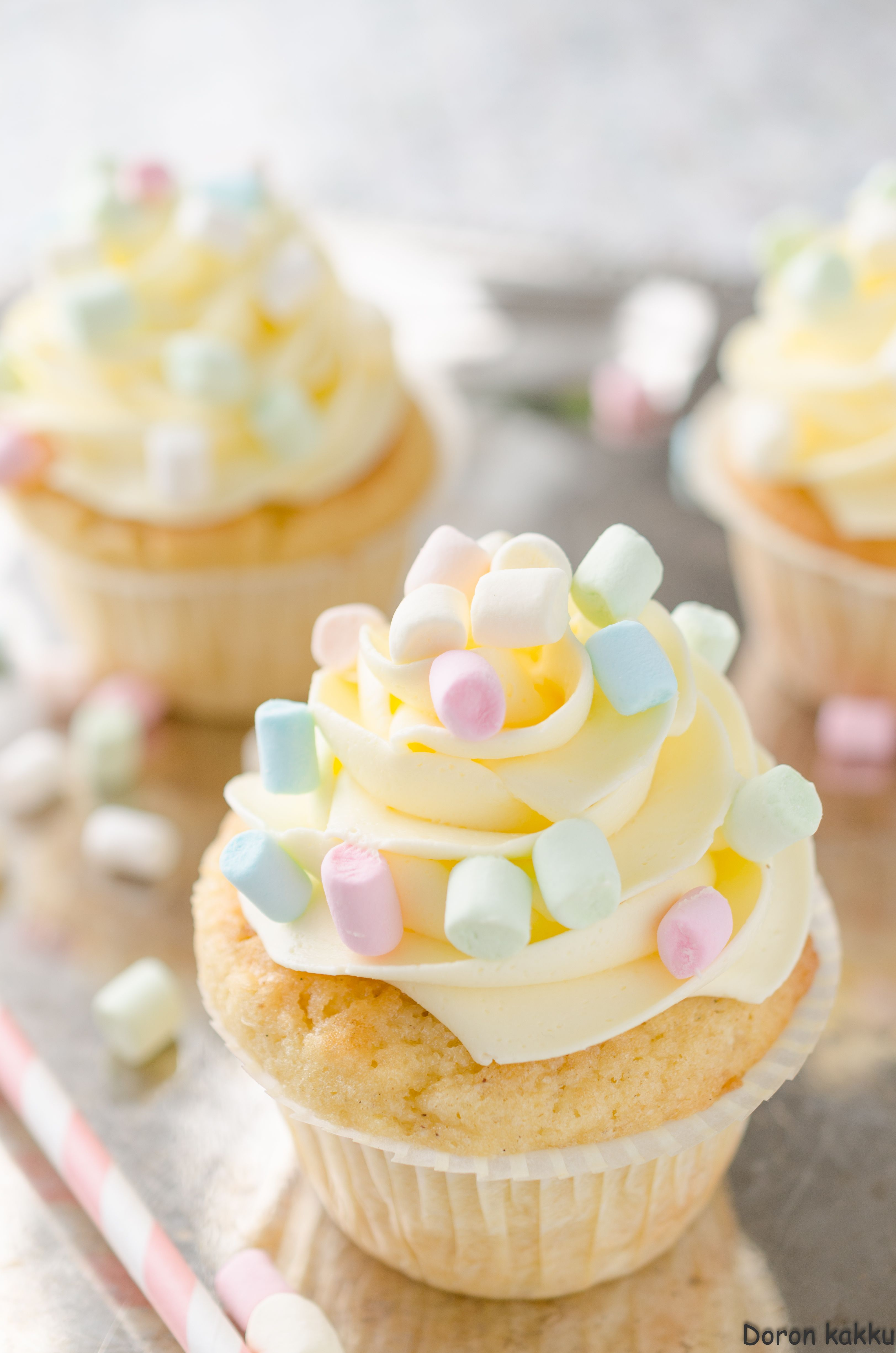 vaahtokarkki-vanilja -kuppikakut
