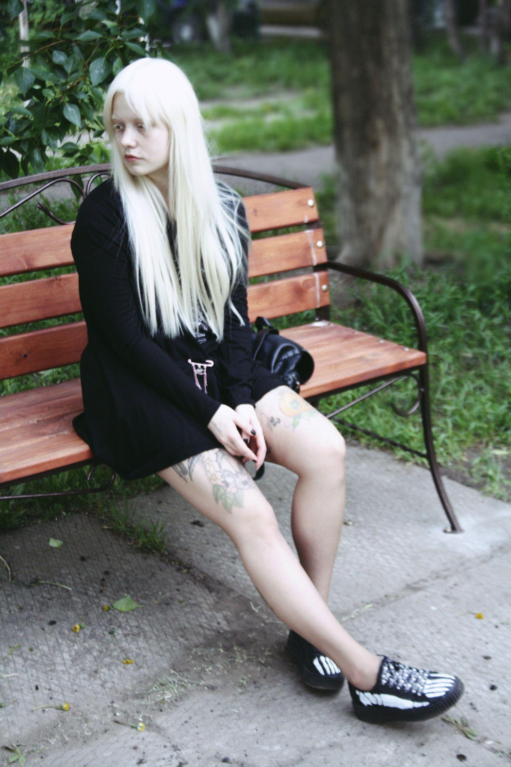 Девушку с белой кожей ебут