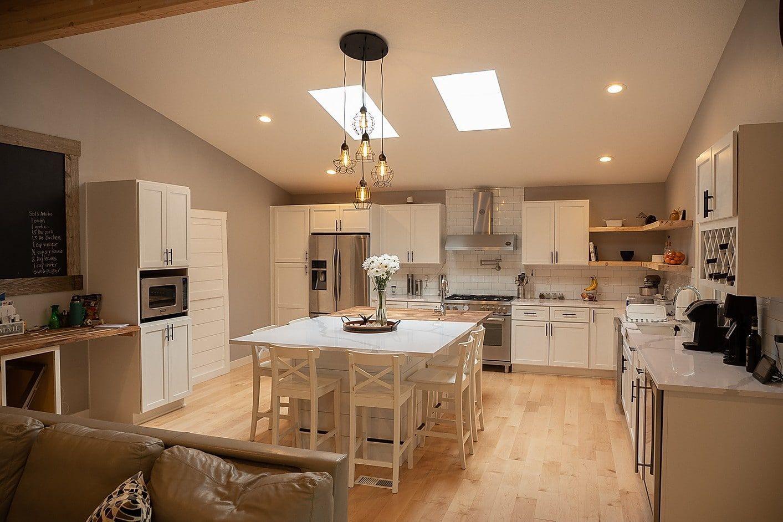 Quartz Is Key In This Beaverton Remodel Precision Countertops In 2020 Remodel Beautiful Kitchens Unique Kitchen