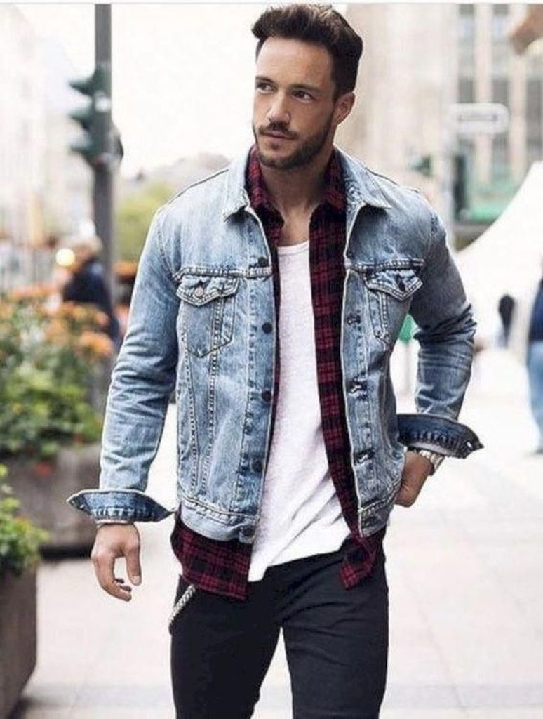 38 Stylish Denim Jackets Ideas For Men Light Wash Denim Jacket Fall Outfits Men Mens Outfits [ 1024 x 774 Pixel ]