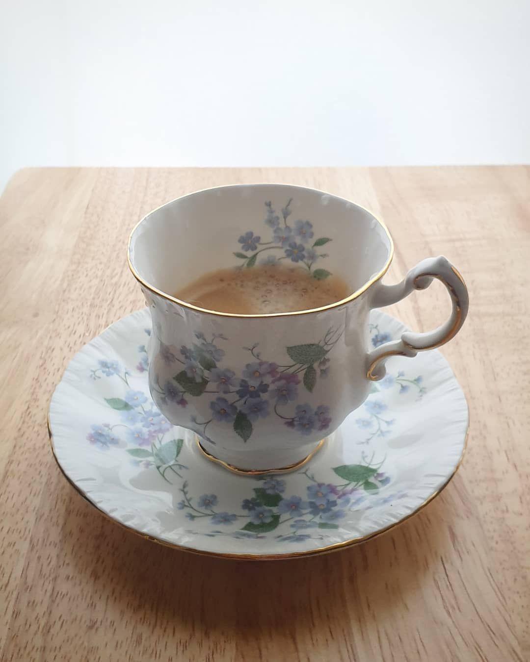 굿모닝, 좋은 아침.  좀 시원한 아침이라 따뜻한 룽고로 카페인 충전. 낮에는 역시 아-아겠지만.   Diane_at_home  chez_diane  teatable  something_Diane_ate  coffee  커피  에스프레소  espresso  네스프레소  nespresso  yummy  tasty  delicious  instafood  먹스타그램  맛스타그램  파라곤  Paragon  앤틱찻잔  빈티지찻잔  antique  일상  일상스타그램 #espressoathome 굿모닝, 좋은 아침.  좀 시원한 아침이라 따뜻한 룽� #espressoathome