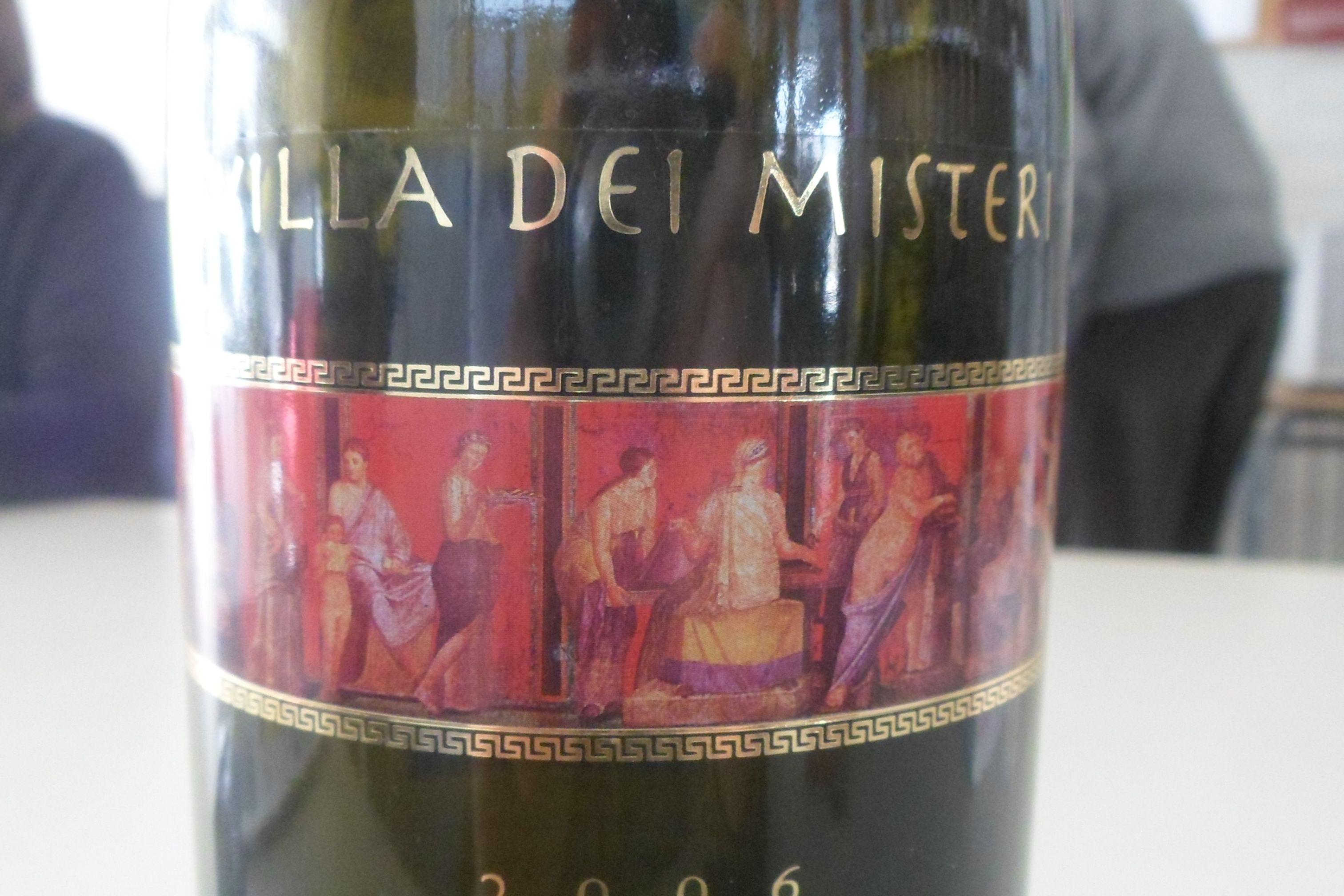 1. Vino VILLA DEI MISTERI, de las viñas de Pompeya, Teresa Ochagavía.