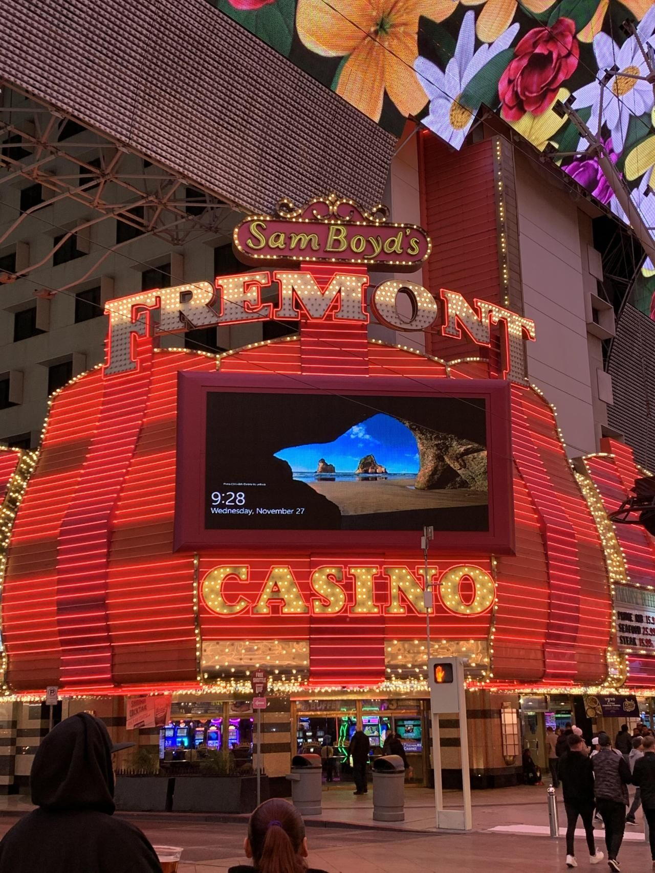 Experience Fremont Street is a bargain - PilotGirl