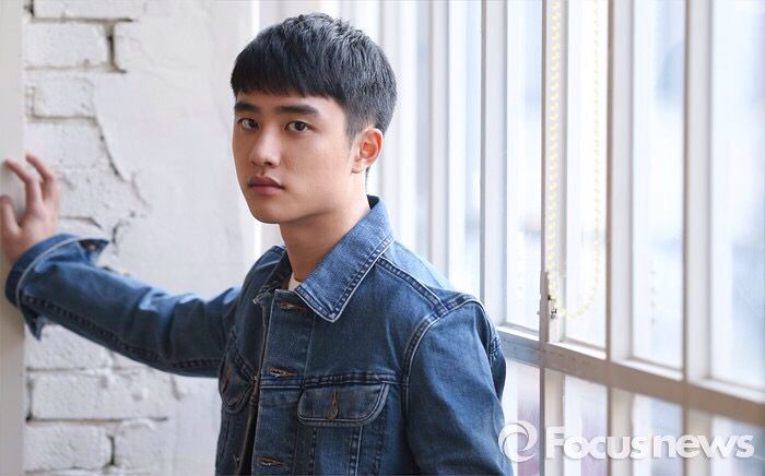 kyungsoo in jeans (1/7)