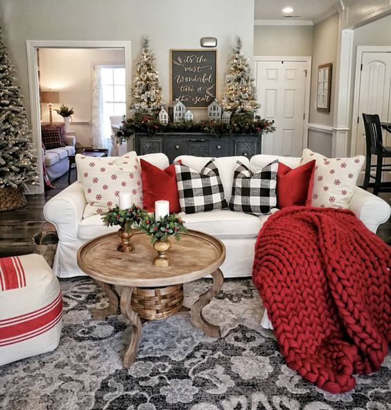 120 Cozy Farmhouse Christmas Decorations Done In Adorable Country Style That You D Love To Take Inspiration From Hike N Dip Christmas Decorations Living Room Christmas Living Rooms Farmhouse Decor Living Room
