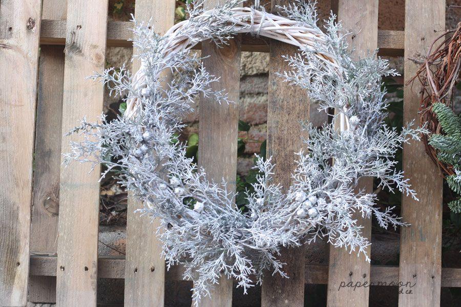 Corona de Navidad de mimbre con decoracin