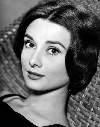Audrey Hepburn: Mit ihrer eleganten und anmutigen Ausstrahlung gelang es der Schauspielerin im Handumdrehen die Herzen des Publikums zu erobern.