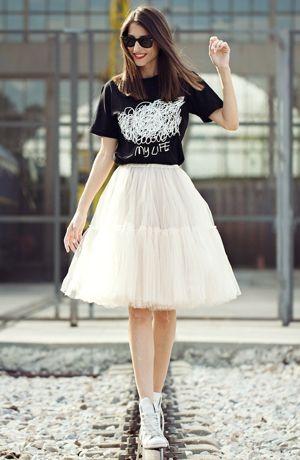 Tee-shirt + jupe en tulle + converse   une Princesse d aujourd hui ... 7a1224829aa9