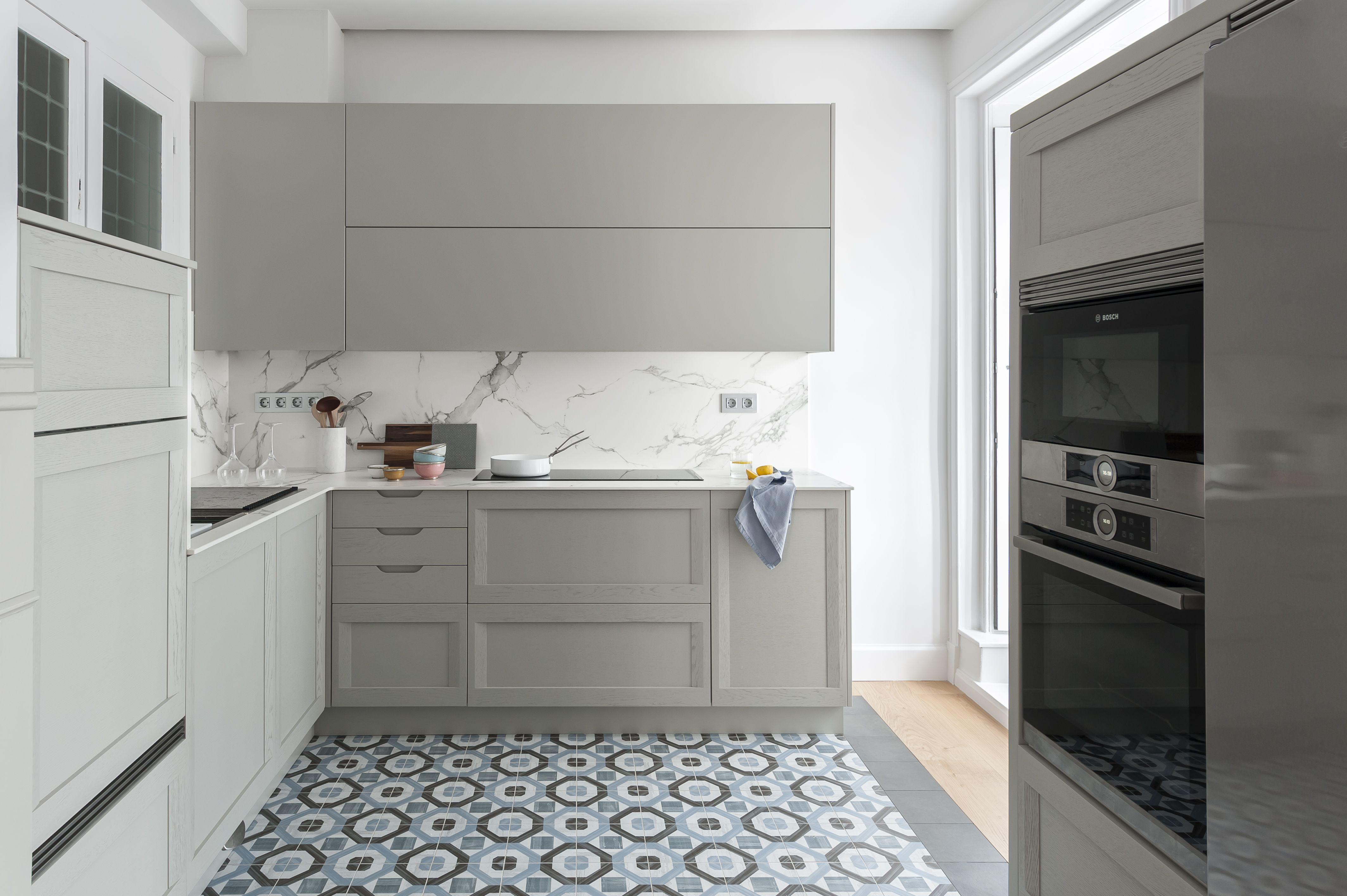 Cocina Madera Y Suelo Hidraulico Cementine De Fioranese Suelos De Vinilo Para Cocina Muebles De Cocina Color Muebles De Cocina