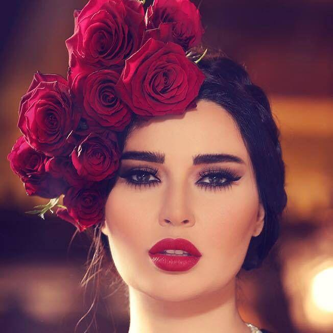 Cyrine make up red lips