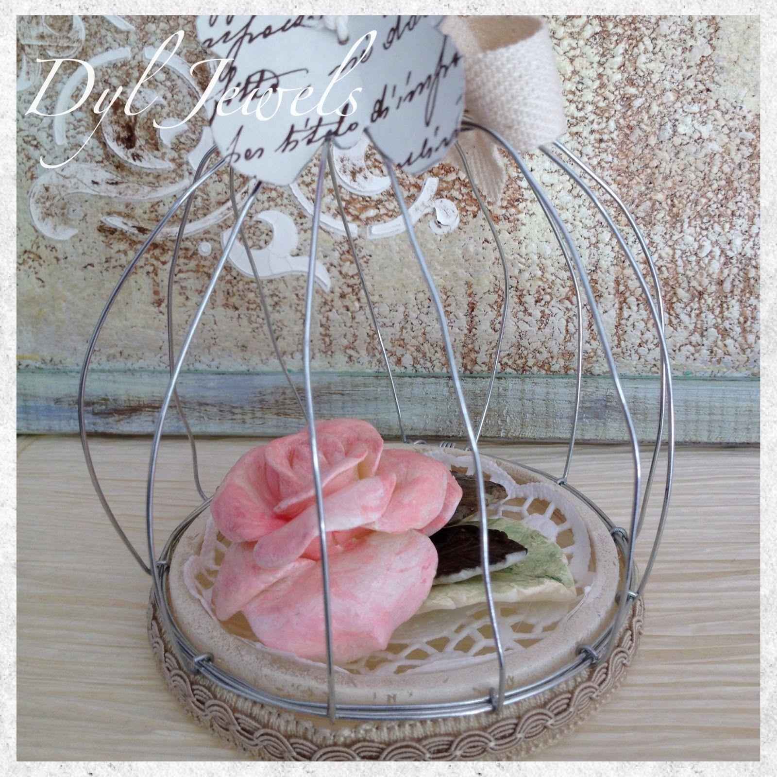 Gabbietta decorativa fai da te con rosa in pasta di mais