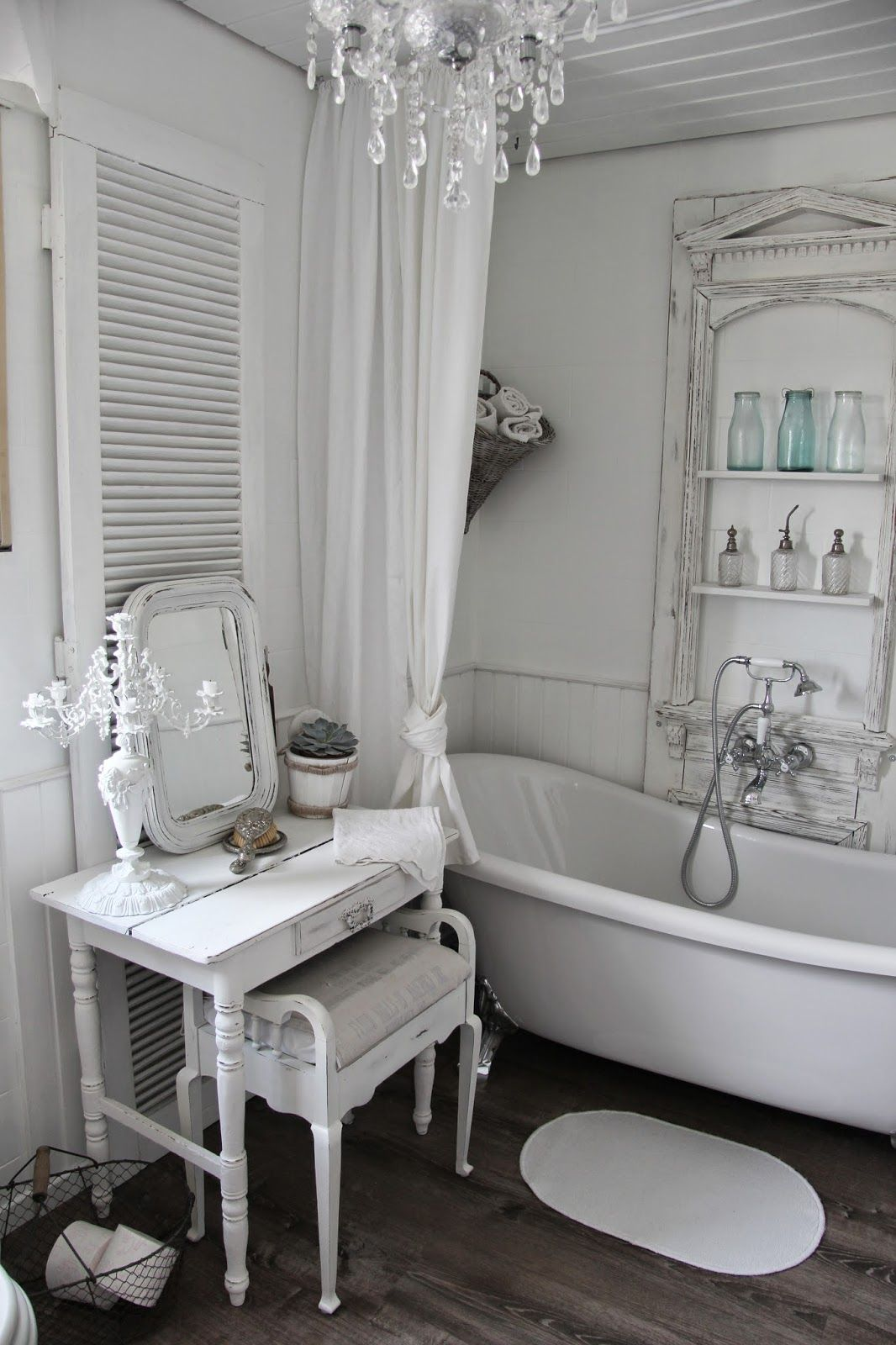 Badezimmer deko landhaus inspirationen badezimmer im for Badezimmermobel jasmin