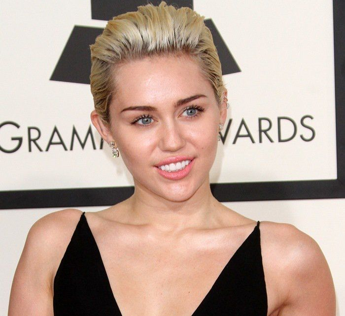 Miley Cyrus Tries to Stay Relevant in Alexandre Vauthier Gown