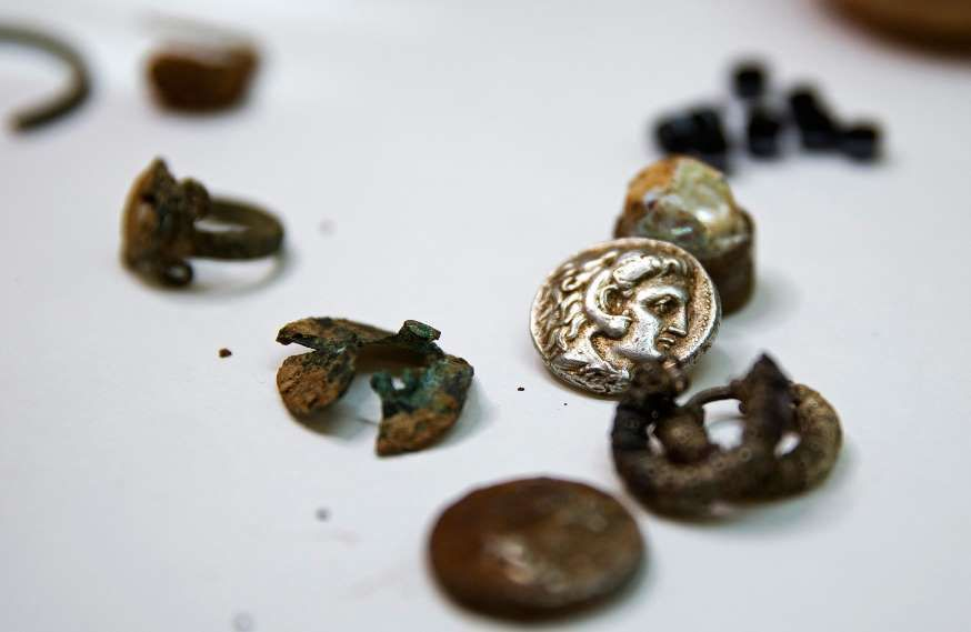Coins and jewellery from the time of Alexander the Great are displayed in Jerusalem March 9. 2015. Cave explorers in Israel have uncovered a small trove of coins and jewellery from the time of Alexander the Great that archaeologists believe was hidden by refugees during an ancient war.The 2,300-year-old treasure was the first of its kind to be found from the period of the conquerer, said Eitan Klein of the Israel Antiquities Authority.
