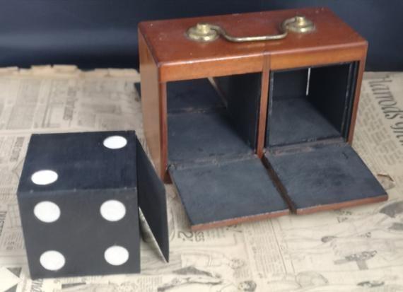 Boîte antique de magiciens, dés de tour victorien, conjuration, tour de magie | Tour de magie ...