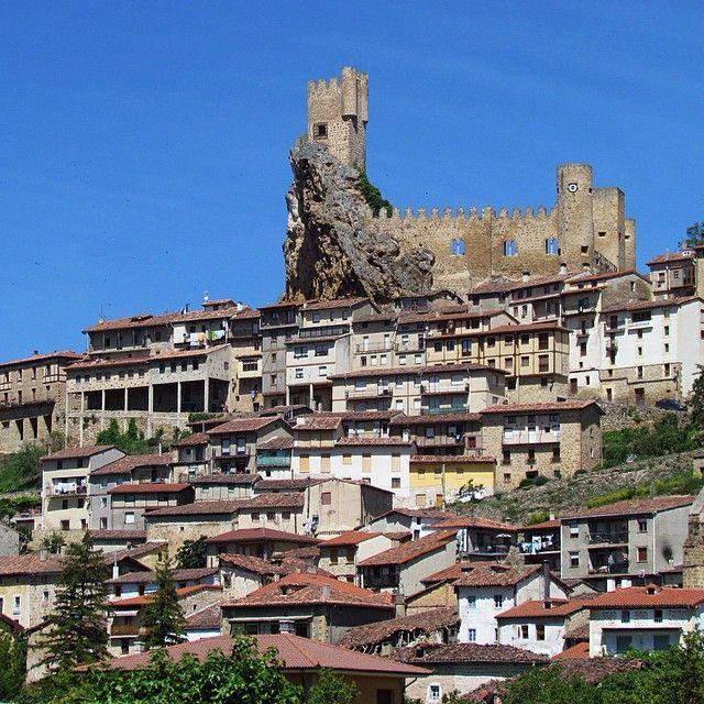 La preciosa ciudad de Frías #frías #burgos #merindades #castillo #castle #castello #chateau #castillayleon #landscape #pueblo  #arquitectura #architecture