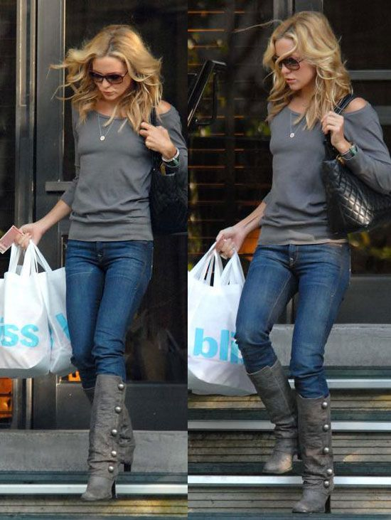 Grey sweater & grey boots with denim skinnies