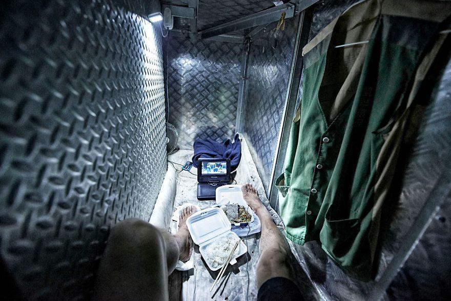 Vivir en 2 metros cuadrados: impactantes fotografías de cubículos ataúd de Hong  Kong | Hong kong, Metro cuadrado y Fotos