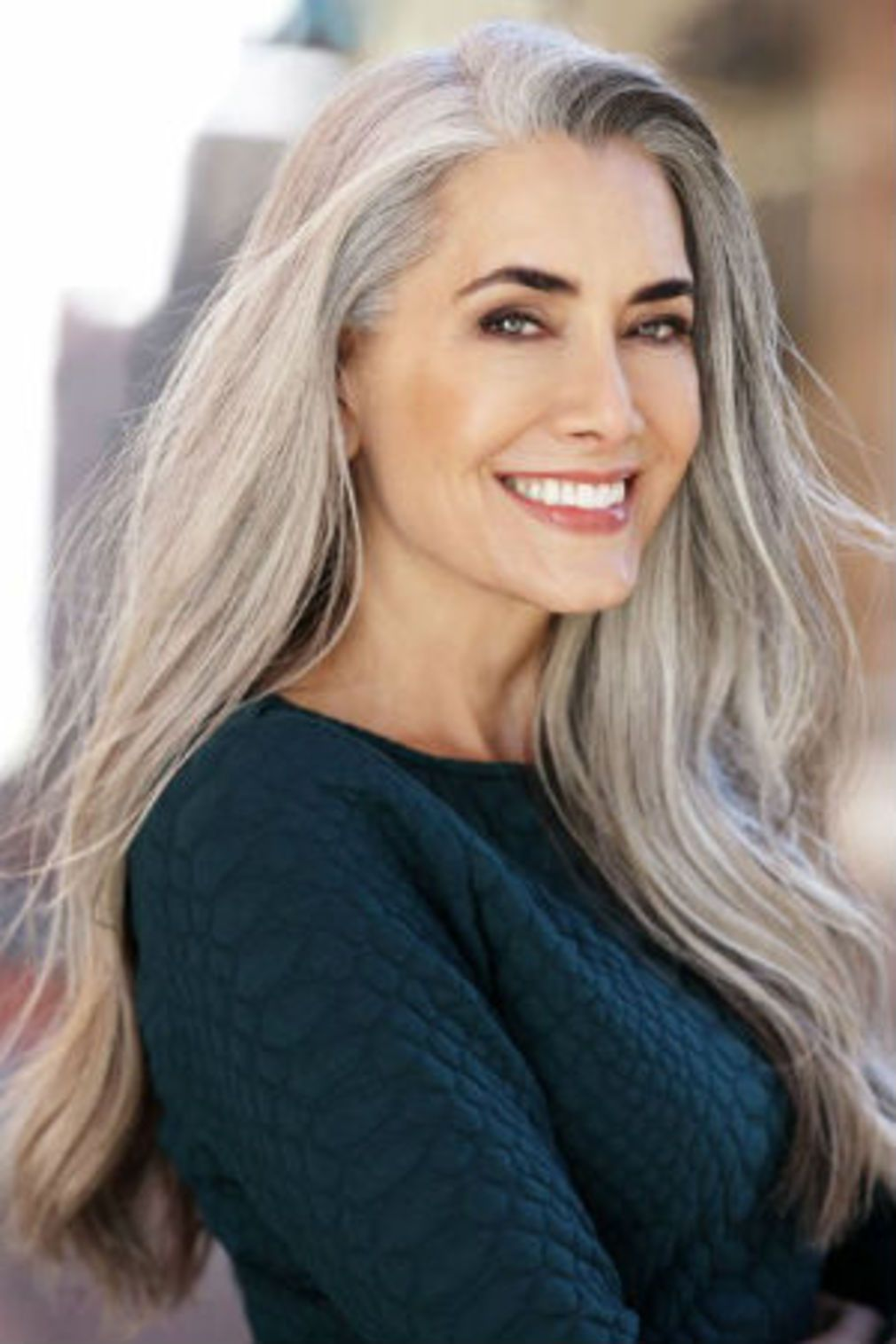 Cheveux gris longs Coiffures cheveux gris, Longs cheveux