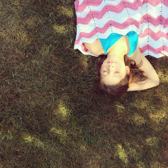 Crochet Inspiration: 10 Beautiful Chevron Crochet Designs: Pink and White Crochet Blanket