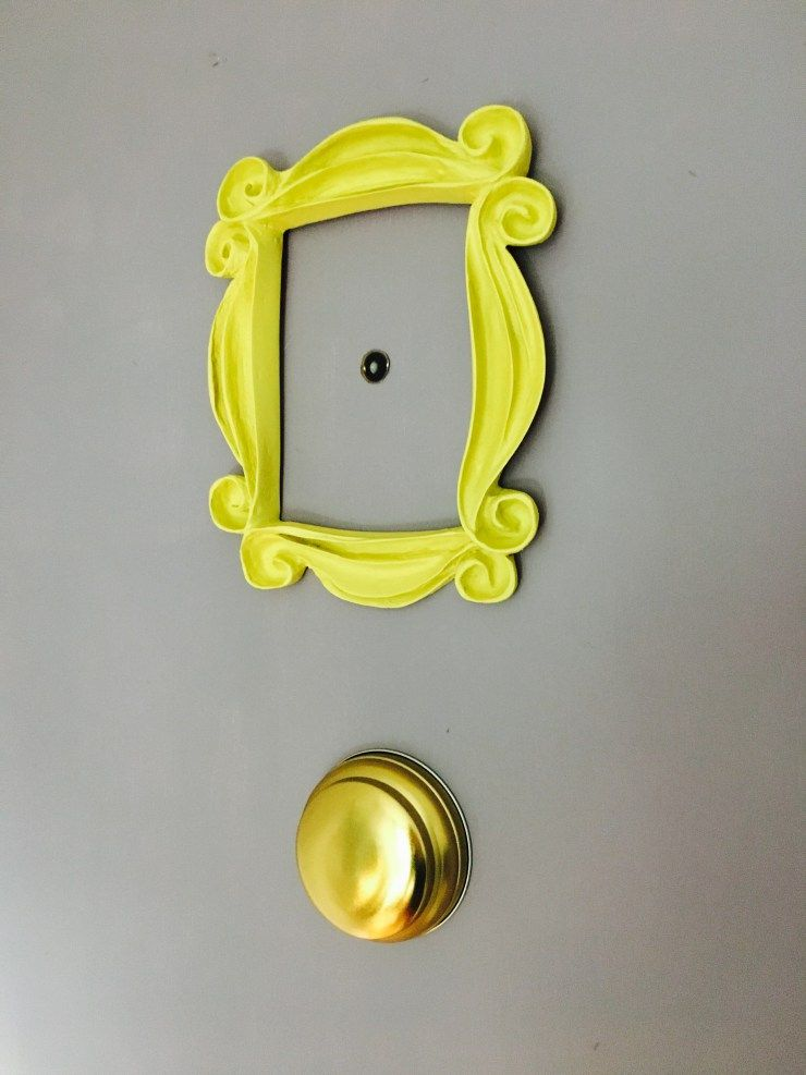 The One with the Friends Peep Hole Frame | Friends apartment ...