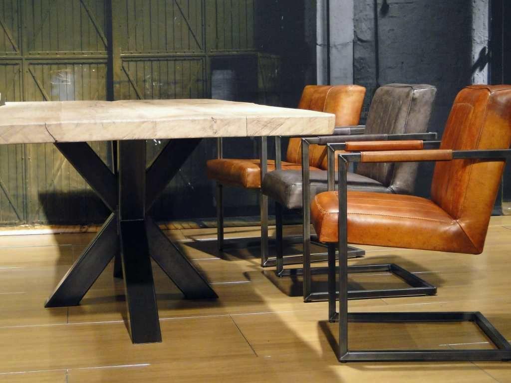 Utrecht robuuste tafels eettafel in showroom en utrecht