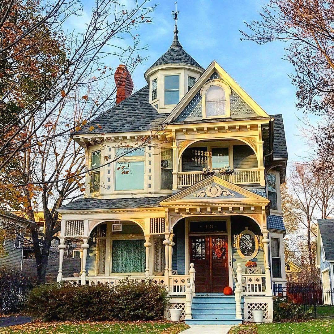 Pin By Arlette Rush On There S No Place Like Home Victorian Homes Old Victorian Homes Victorian Style Homes