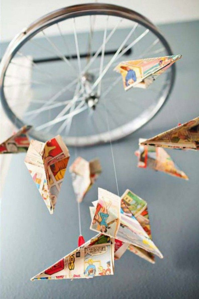 Mobile selber basteln aus fahrradrad papier diy do it yourself paper aeroplane mobile made from bike wheel and old comics find this pin and more on diy solutioingenieria Gallery