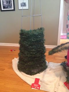 Two it yourself large diy outdoor christmas trees from tomato cages two it yourself large diy outdoor christmas trees from tomato cages solutioingenieria Gallery