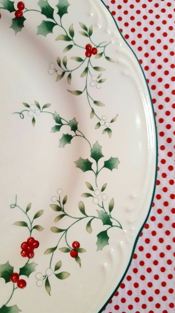 Holly Berries Dessert Plates Set of 4 Christmas Holly Branch