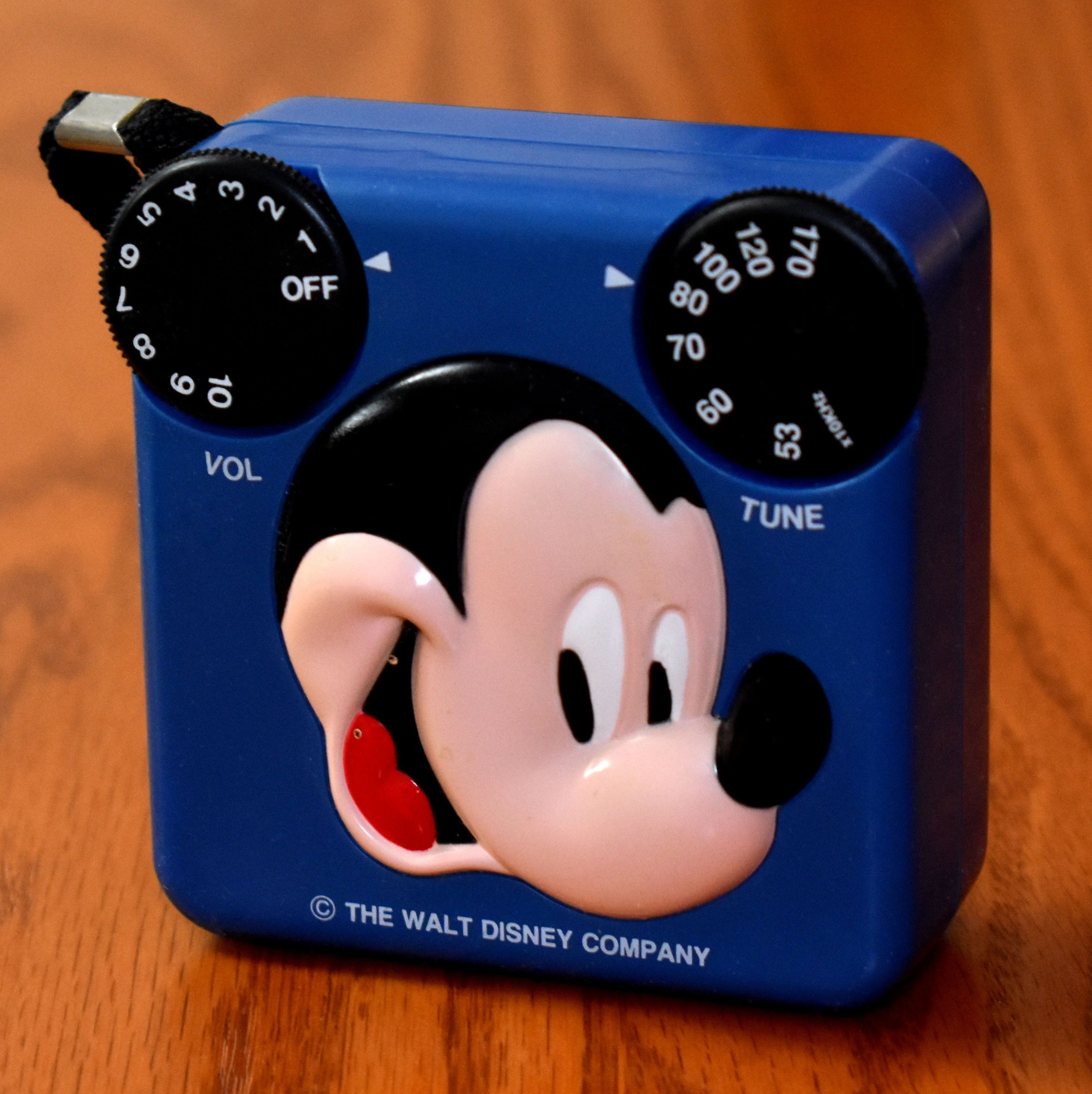 Vintage Mickey Mouse Novelty Radio Model No 12 909 Am Band Copyright Walt Disney Productions Sold By Radio Shack Made In China Circa 1989 In 2020 Vintage Mickey Mouse Vintage Mickey Radio Shack
