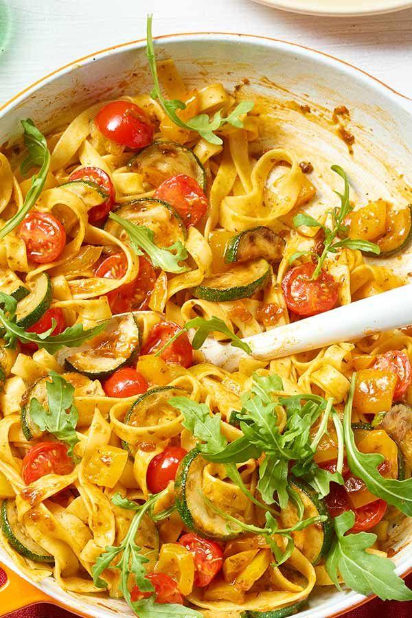 Was hältst du von einer leckeren Tagliatelle-Gemüse-Pfanne mit Rucola zum Abendessen? Geht schnell und einfach.  #schnell #pasta #gemüse #abendessenschnell