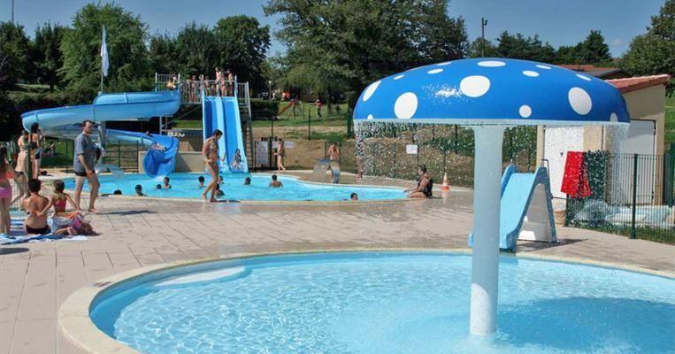 La Piscine Communautaire De Lubersac Est Equipee D Un Grand Bassin