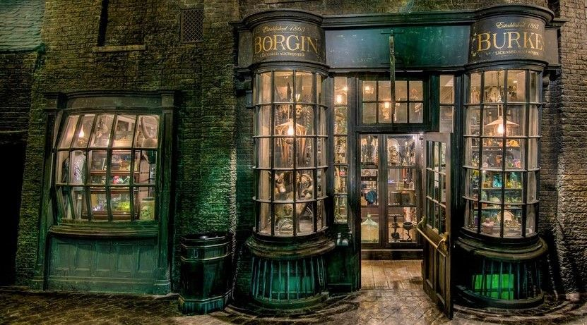Image Result For Borgin And Burkes Harry Potter Wiki Harry Potter Diagon Alley Slytherin Aesthetic