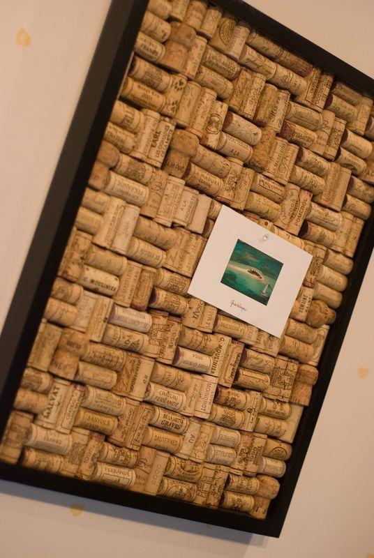 cadre a faire en version mondrian en bouchons avec des. Black Bedroom Furniture Sets. Home Design Ideas