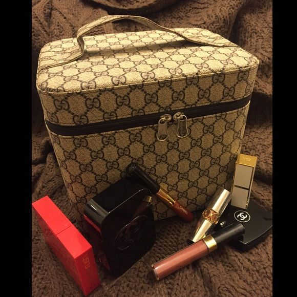 """❤️IN STOCK❤️ Hard Shell Makeup Case Gucci Monogram ❤️IN STOCK❤️ Replica Hard Shell Makeup Case with Gucci Monogram. Extra Large & roomy. Traditional brown logo color is pretty darn close, I didn't use a filter the color is very close to how it looks in person. ‼️IN STOCK ‼️ IF YOU WANT THIS ITEM PLEASE COMMENT AND I WILL CREATE A LISTING FOR YOU 9"""" wide 8"""" tall 7"""" deep Gucci Bags Cosmetic Bags & Cases"""