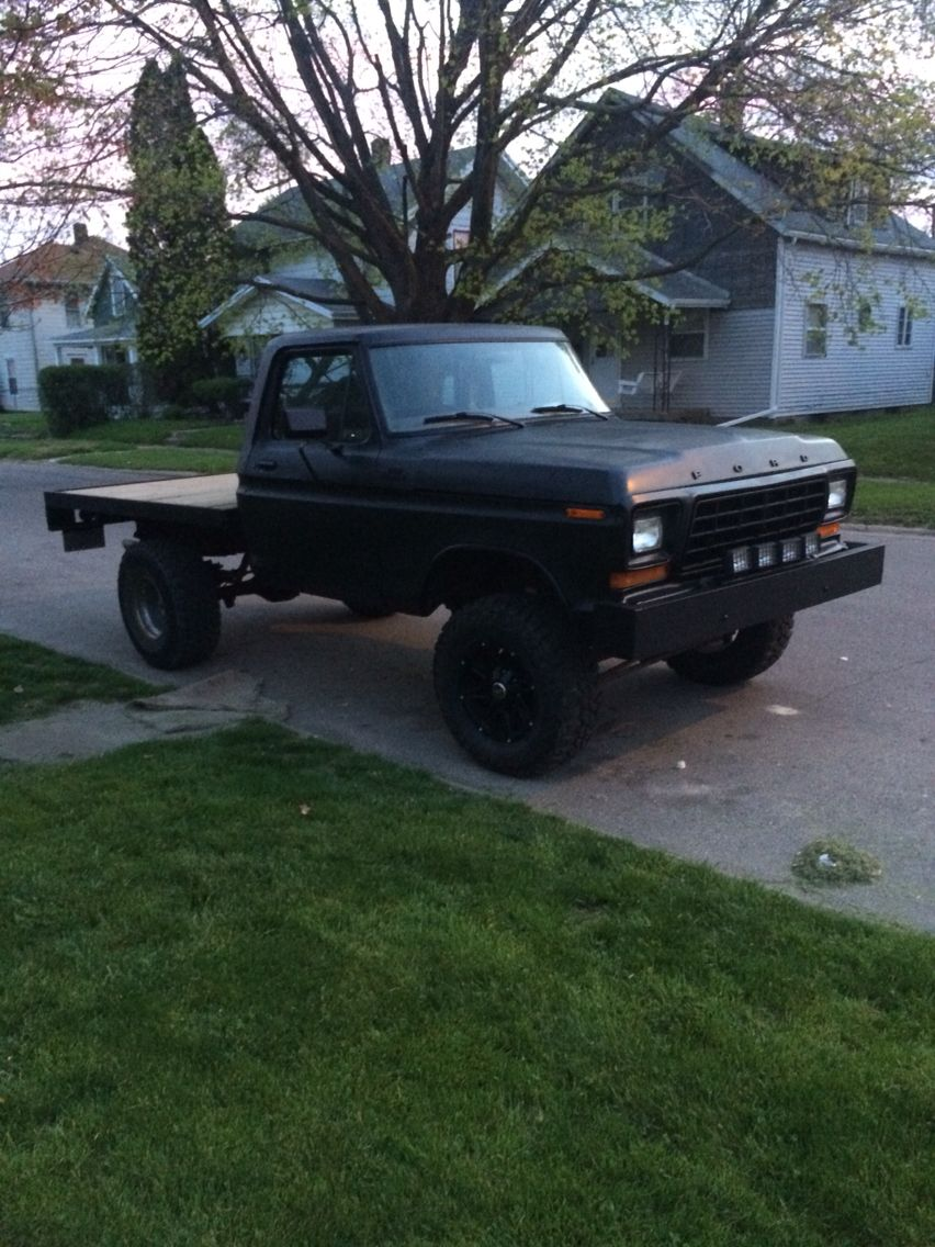 New paint 1978 ford f 150 ranger flatbed 4x4