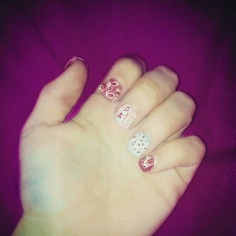 Valentines day nails! SPREAD THE LOVE ^•^