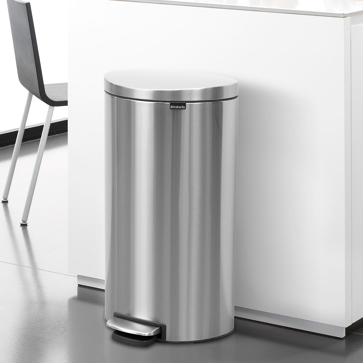 Download Wallpaper White Metal Kitchen Trash Can
