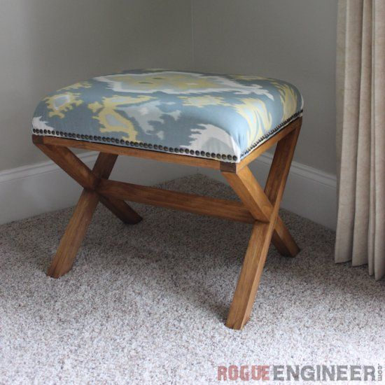 DIY Hocker aus Holz - Upholstered-X-Bench. Build this bench using these simple step-by-step instructions!