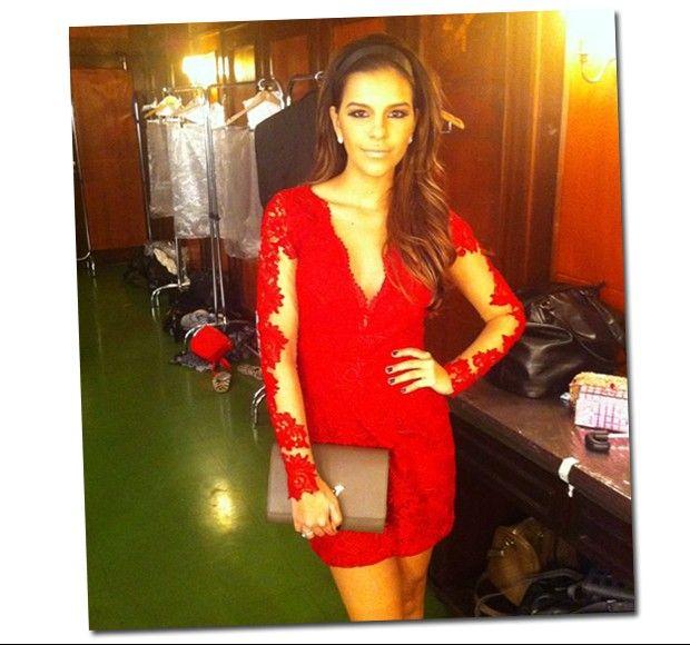 Que brinco usar com vestido de renda vermelho